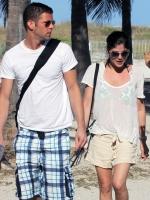 Selma Blair en bikini con su novio en un romantico dia de Playa
