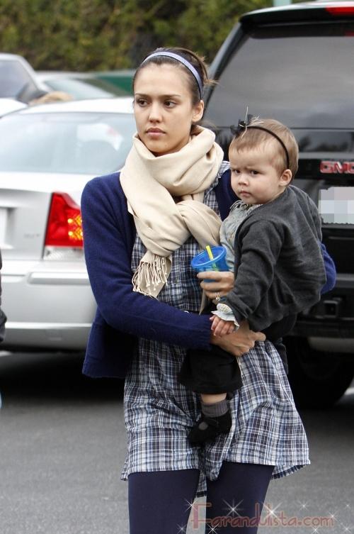 Jessica Alba ama ser madre y quiere un segundo bebito...