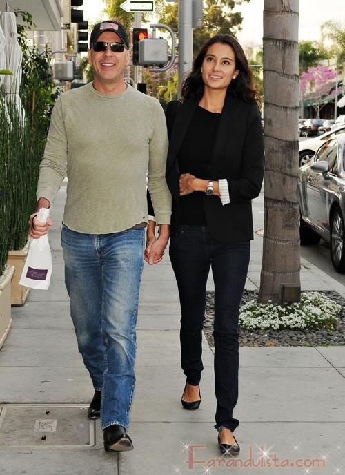 Gosh! Bruce Willis se casa en el Caribe y le gana a Demi...