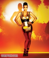 Hello Photoshop! Kim Kardashian en Complex Magazine