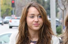 A Miley Cyrus la confunden con una mujer de mediana edad