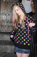 Avril Lavigne y su look estrellado