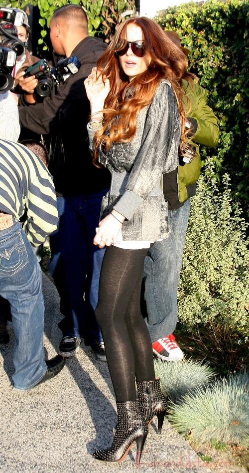 Lindsay Lohan vuelve al rojo y se hace un nuevo tatuaje