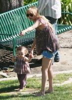 La baby bump de Nicole Richie se ve enorme
