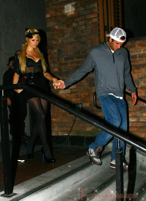 OMG!! A Paris Hilton le agarraron el pecho en un club en L.A