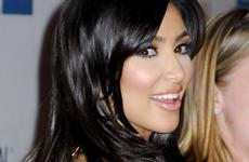 Kim Kardashian luce de nuevo su cabellera negra ... FIERCE!!