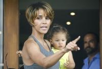 Halle Berry molesta habla con los paps