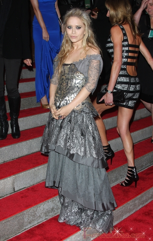 Mary Kate Olsen no podia faltar al 2009 MET Costume Gala