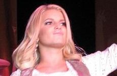 Jessica Simpson cree que se ve sexy... OMG! Gossip Links!