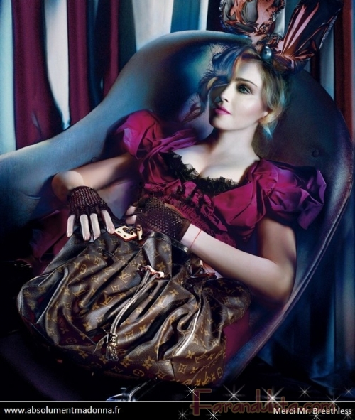 Madonna luce increible para Louis Vuitton