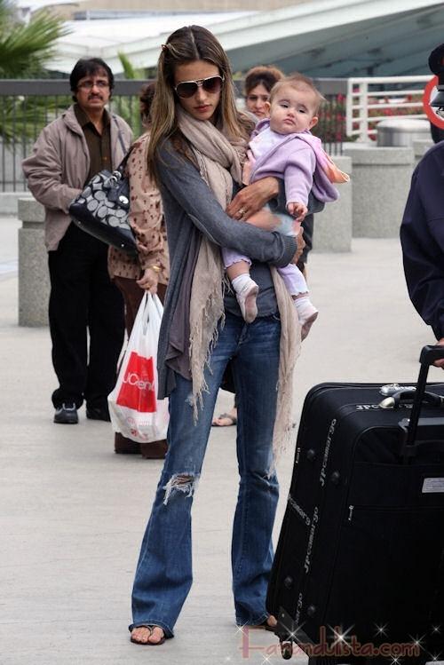 Alessandra Ambrosio y su bebita Anja