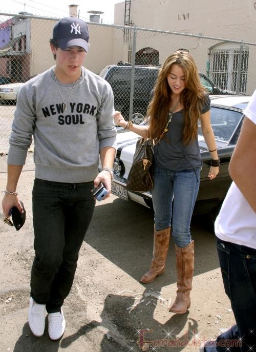 Miley Cyrus y Justin Gaston terminaron