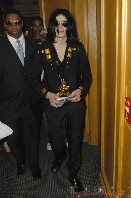 OMG!! Michael Jackson sufrio un paro cardiaco UPDATE!!!