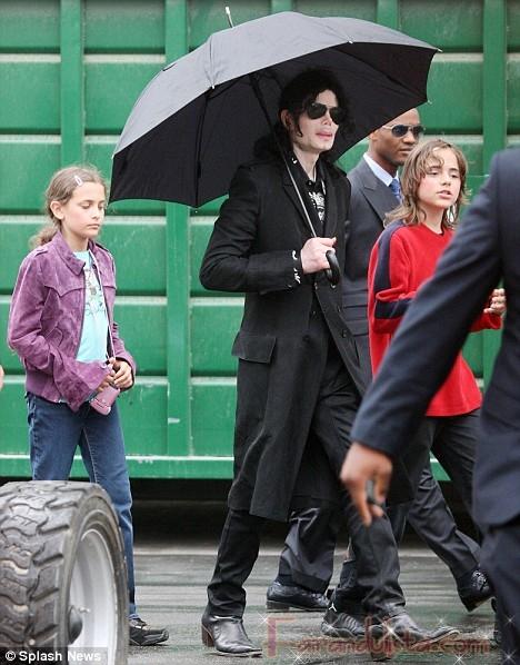 Michael Jackson y sus hijos sin mascaras en L.A