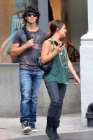 Joe Jonas comprando en Soho