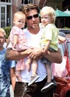 Tori Spelling y su linda familia visitan Coogies