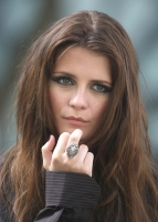 Mischa Barton triste en el set de The Beautiful Life