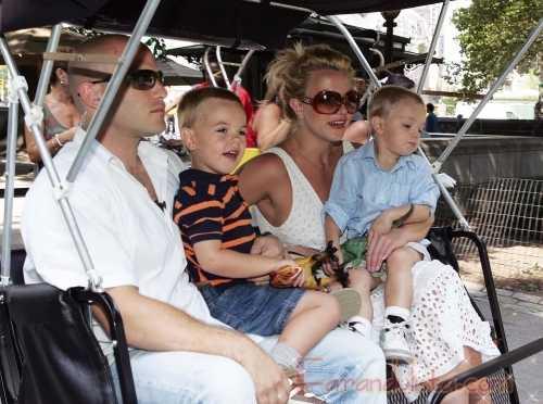 Britney Spears y sus hijos de paseo en Central Park