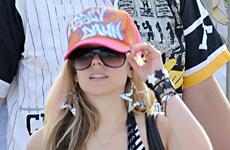 Avril Lavigne en las playas de Saint Tropez