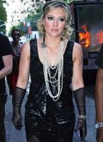 Hilary Duff es una diva de los '20 en el set de Gossip Girl