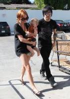 Ashlee Simpson y Pete Wentz lucen felices con baby Bronx