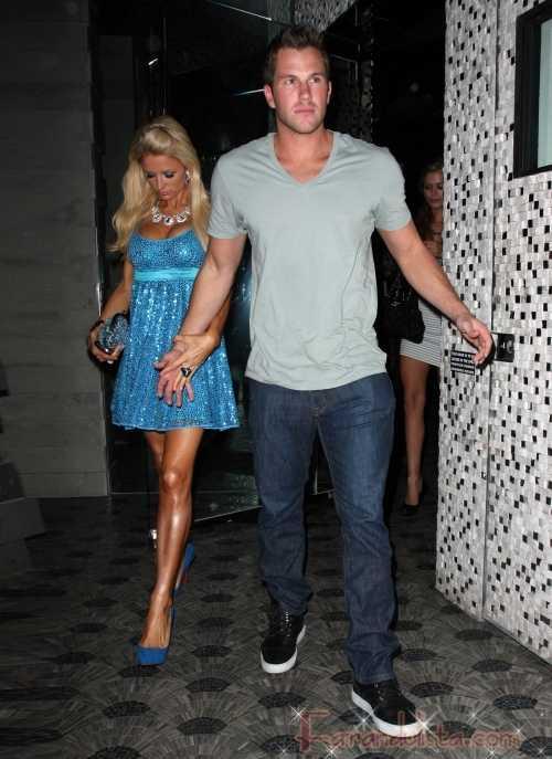 Paris Hilton y su novio Doug Reinhardt en Hollywood