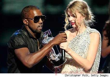 Kanye West interrumpe a Taylor Swift en los VMA 2009