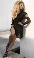 Kim Kardashian posa como Barbie para Kurv magazine