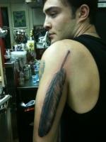 Gosh! Ed Westwick muestra sus tatuajes... wt...?