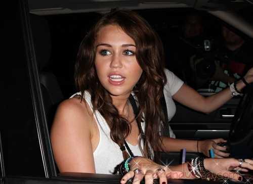 Miley Cyrus dice Bye, Bye a Twitter por su novio Liam Hemsworth