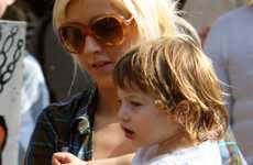 Christina Aguilera y Max buscan calabazas - Gossip Gossip!