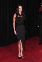 W Magazine borra las caderas de Demi Moore