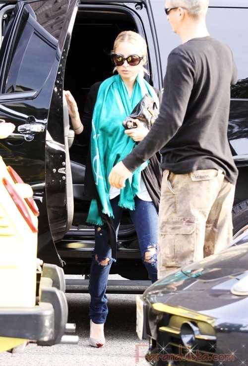 Nicole Richie sale del hospital tras ser tratada por neumonia