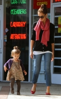 Jessica Alba y su familia en West Hollywood