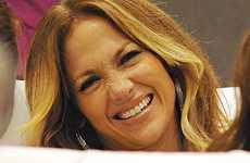 Jennifer Lopez cae sentada en los American Music Awards 2009