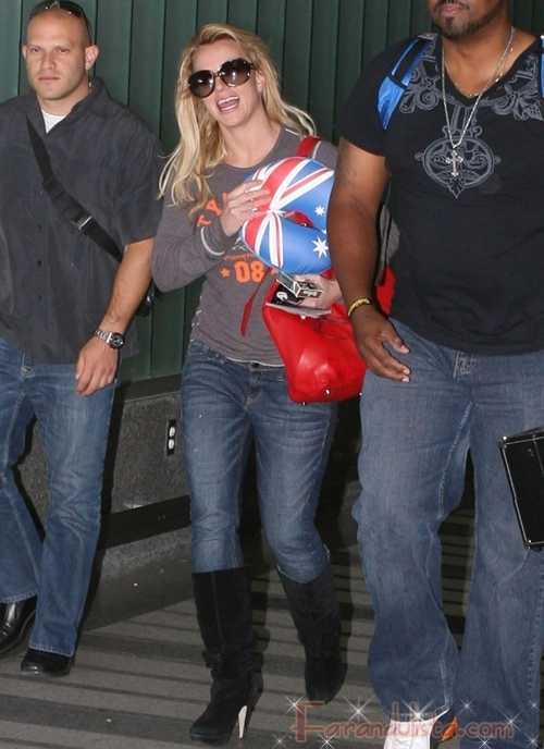 Britney Spears feliz pero no comprometida