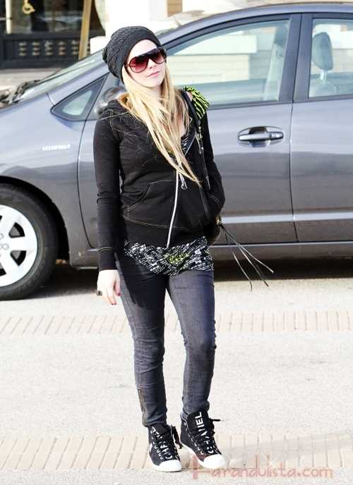 Avril Lavigne de compras y sola