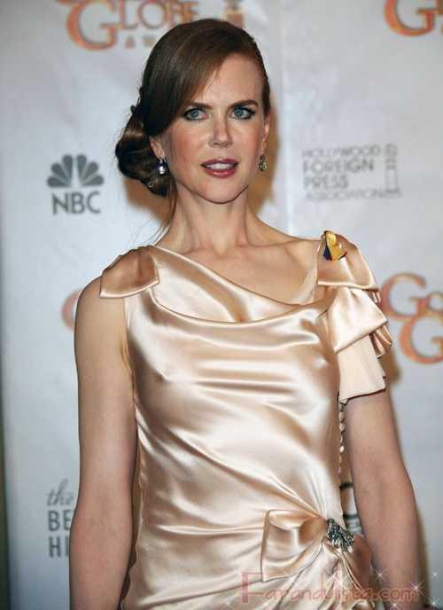 Nicole Kidman olvida el bra en los Golden Globes 2010