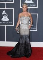 Pink mareada en los Grammy 2010