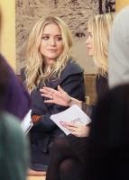 Las Olsen presentando de su linea Olsenboye en Good Morning America