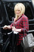 Hilary Duff bajo la lluvia