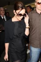 Victoria Beckham vuela al lado de David luego de su operacion