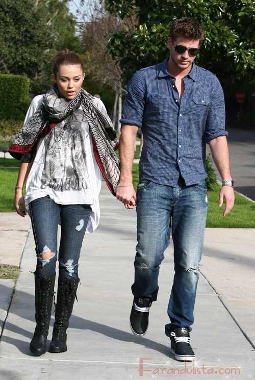 Miley Cyrus y su novio Liam Hemsworth