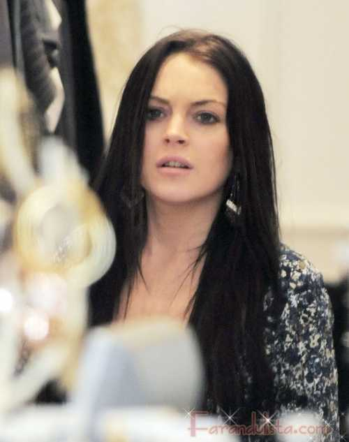 Lindsay Lohan escribe en Twitter que Samantha le escupio la cara