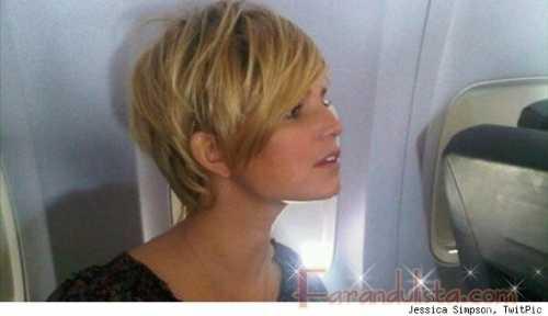 Jessica Simpson se ve linda con el cabello corto