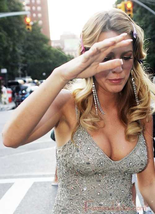 A Blake Lively le borraron las boobies en Vogue magazine