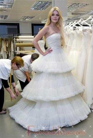 Mischa Barton con vestido de Novia para Rosa Clara