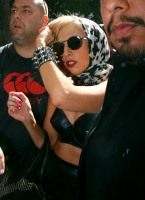 Lady Gaga en Vogue Hommes Japon como hombre? Jo Calderone?