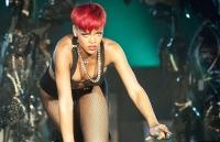 Rihanna en Elle Magazine Julio 2010 - Habla de su nuevo look y novio