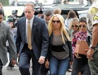 Lindsay Lohan aparece en la corte para cumplir su condena así